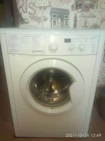 Продам пральну машинку Indecit