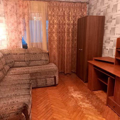 ЛФ-3    Продам отличную 2-х комнатную квартиру на Генерала Петрова.