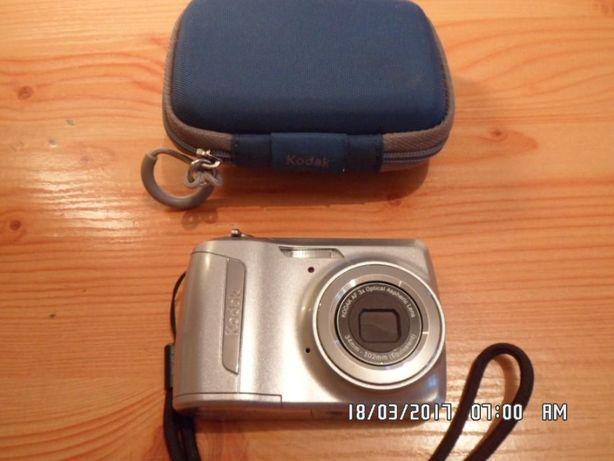 Aparat cyfrowy Kodak z futerałem- mały...