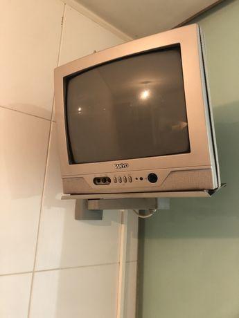 Televisao pequena Sanyo com suporte de parede