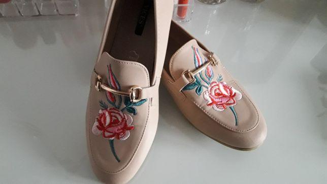 Mokasyny Vices kolor pudrowy róż haft kwiaty rozmiar 36