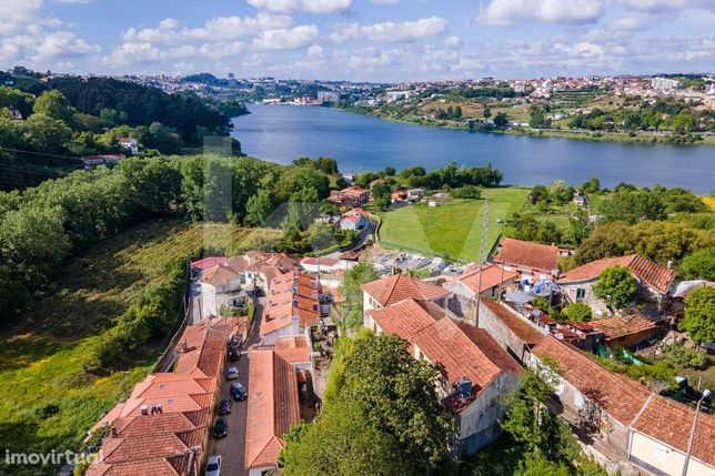 Prédio para recuperar com vistas sob o Rio Douro