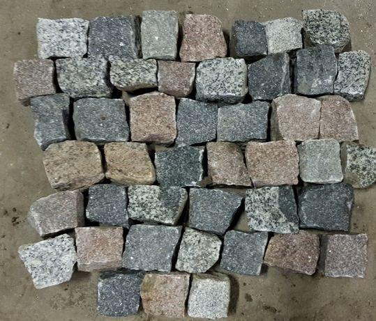 kostka z kamienia polnego kamień polny łupany starobruk bruk kocie łby