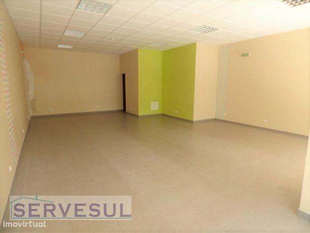 Loja com uma área total de 94 m2, localizada no centro da...
