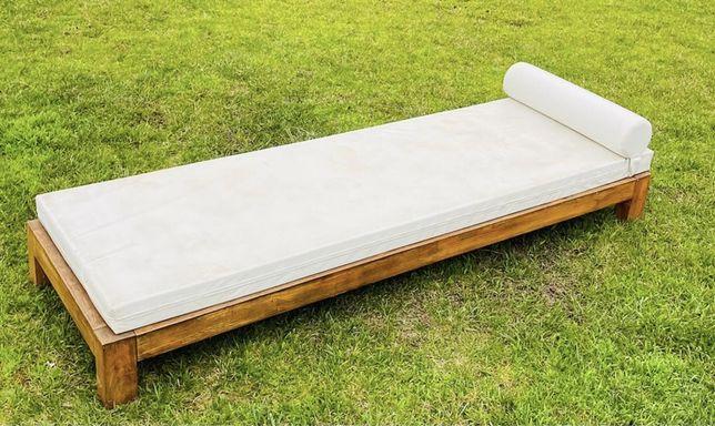 Espreguiçadeira em madeira com colchão