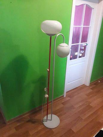 Lampa stojąca, stara do odnowienia, na 2 żarówki, klosze białe.
