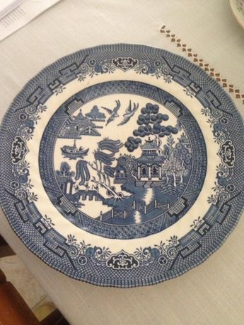 Pratos de cerâmica inglesa