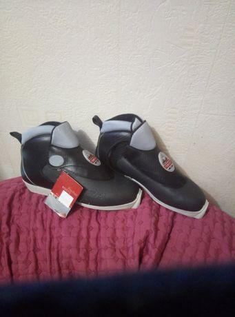 Продам срочно ботинки лыжные