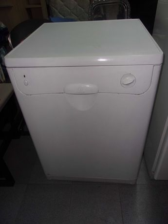 """Máquina Lavar Louça """"Indesit"""" Antiga - a funcionar normalmente"""