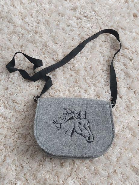 Torebka filcowa z koniem