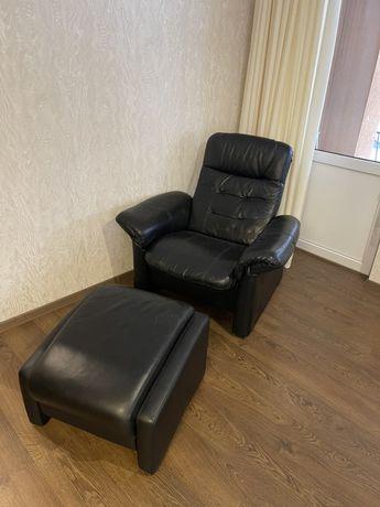 Шкіряне крісло реклайнер+підставка під ноги