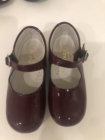 Vendo sapatos t 26 novos !