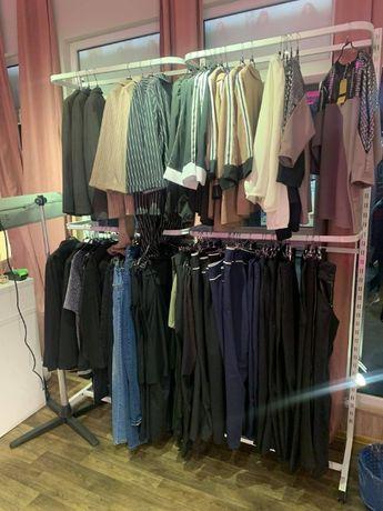 Продаю торговое оборудование для магазина одежды.