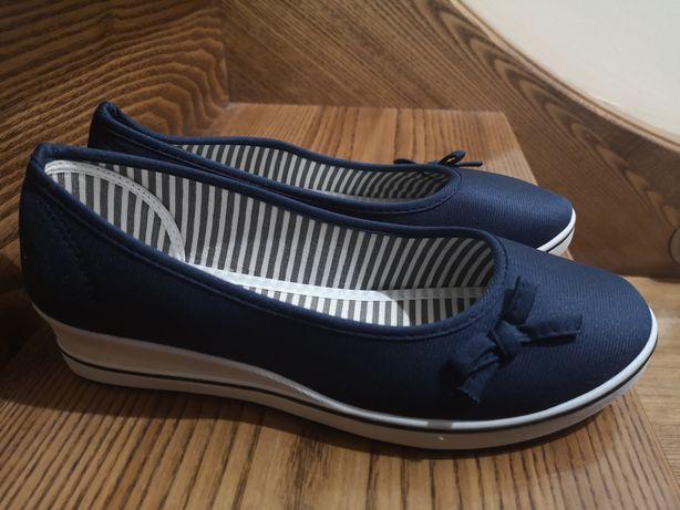 Granatowe buty rozm 41