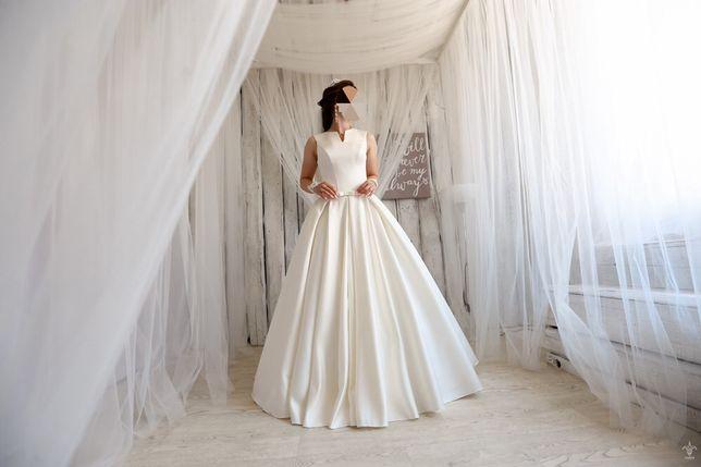 Платье свадебное платье.