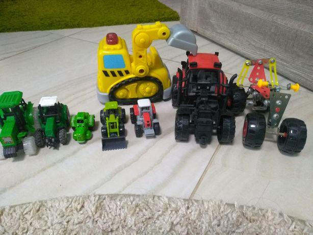 Набір тракторів і навіть жилізні
