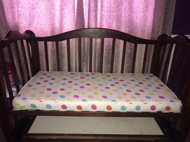 Продам кроватку с матрасиком. 60*120 спальное место