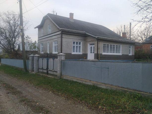 Продаж приватного будинку з господарськими будівлями