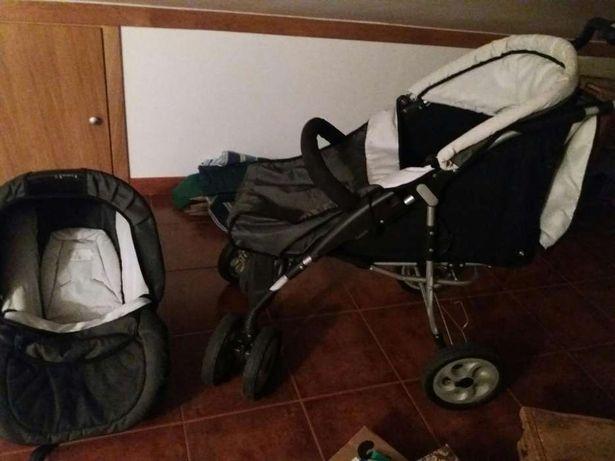 Carrinho de bebê com cadeirinha em óptimo estado