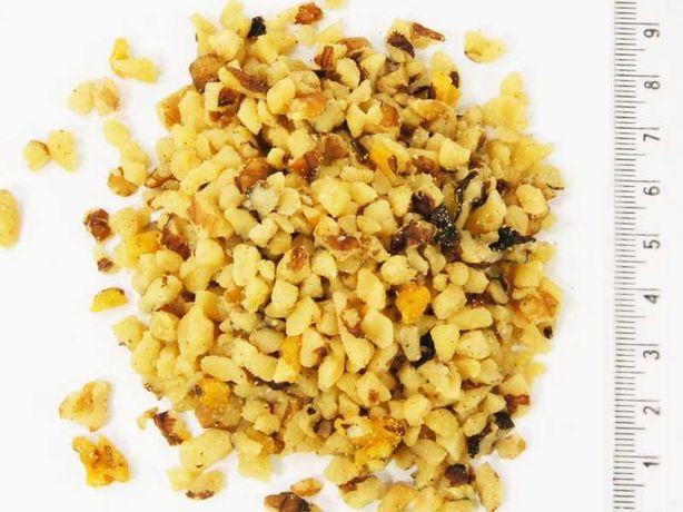 orzeszki ziemne bez soli drobna kostka 2 mm pakowane w worki 10 kg