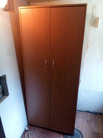 Шкаф платяной в хорошем состоянии