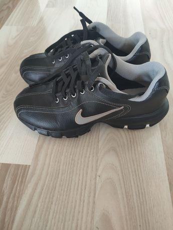 Buty damskie Nike do gry w golfa, krykieta, hokeja, frisbee. Raz użyte