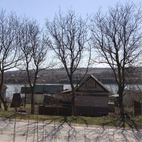 Дача (земельна ділянка та будинок) у с. Ісаківці