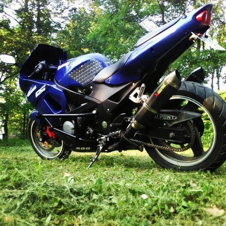 Продам Kawasaki zzr 600 срочно с переоформлением.