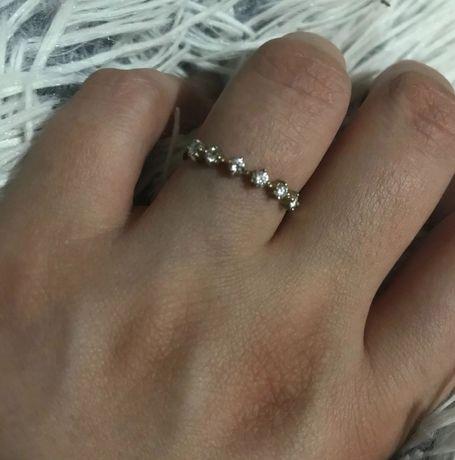 Золотое кольцо 585, с белоснежными, чистыми 4-4а бриллиантами по 2мм