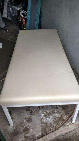 Marquesa branca em muito bom estado 1.80cmx80cm com 55cm altura