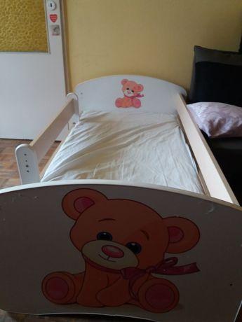 Łóżko dziecięce z barjerką