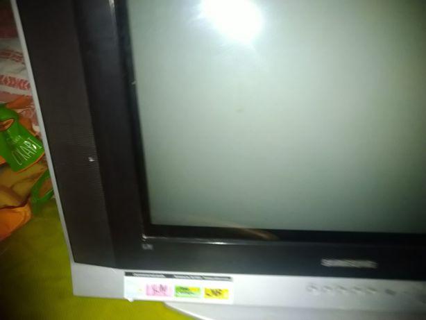 Рродам телевізор недорого в гарному стані
