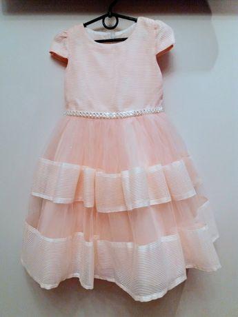 Нарядне плаття на дівчинку 6-7років