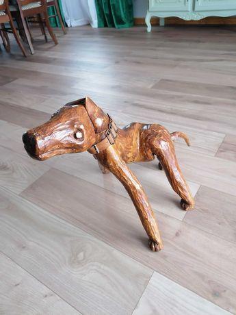 Sprzedam rzeźbionego psa