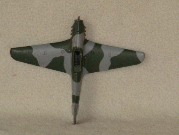 продам модели самолетов выполнены из алюминия, не пластик, цена за 1 ш