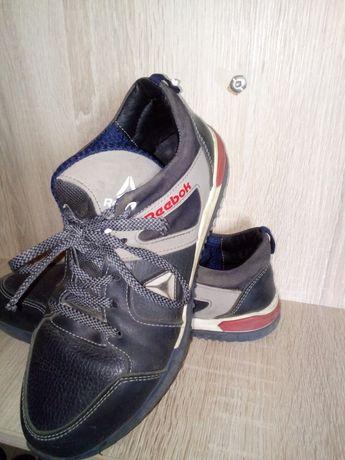 Шкіряні кросівки на підлітка