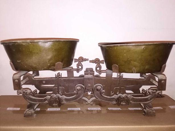 Balança de pratos antiga