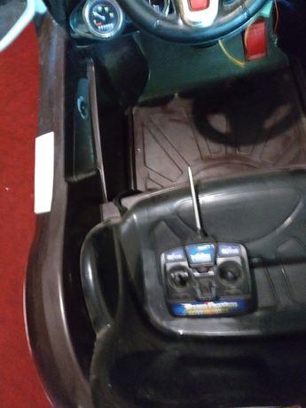 Продам электромобиль детский