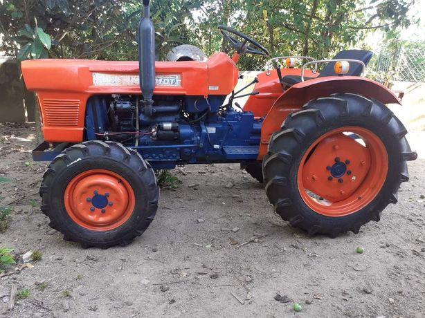 Trator Kubota l2201DT 4x4 30cv