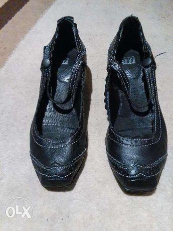 Buty damskie czarne skòrzane na małym obcasie Gortz 17 rozm.37