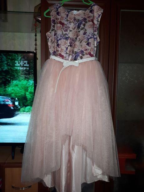Сдам на прокат шикарное платье на рост 140- 146