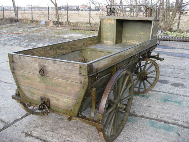 Stary wóz wojskowy z Wojny Światowej