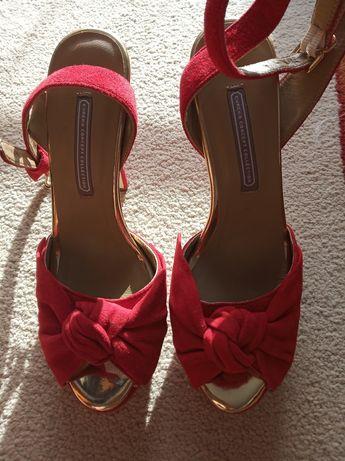 Sandália vermelha em pele 37