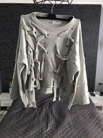Szary sweter ze sznurkami