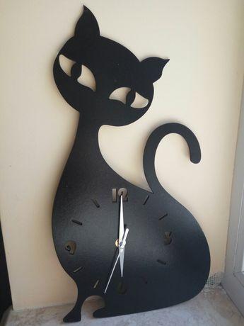 Продам часы кошка
