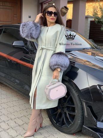 Пальто із хутром чорнобурки