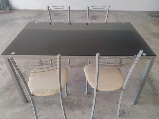 4 cadeiras e Mesa de Jantar de vidro temperado/Fumado