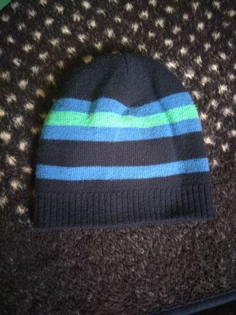Яскрава осінньо-весняна шапочка