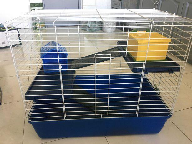 Gaiola grande para roedores com rampas, prateleiras e casinhas