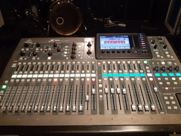 Behringer X32, stage box S32